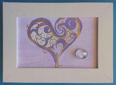 004 Acrilico su cartoncino intelato, decorato con sassolino di vetro; cm 15 x 10 senza cornice; cm 18,5 x 13,5 con cornice http://www.ebay.it/itm/Lotto-di-7-quadretti-a-soggetto-amoroso-per-camera-da-letto-Acrilico-e-vetro/322743832946