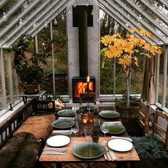 Beat the cold & heat. Insulate this greenhouse-like 3 season to invite your family for a new (hipster) dinner (meal). - greenhouse Beat the cold & heat. Insulate this greenhouse-like 3 season to invite your family for a new (hipster) dinner (meal Outdoor Spaces, Outdoor Living, Outdoor Decor, Indoor Outdoor, Outdoor Gardens, Outdoor Kitchen Design, Sunroom Kitchen, Sunroom Dining, Outdoor Kitchens
