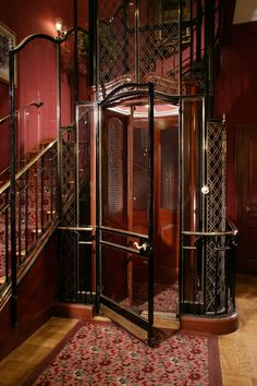 Victorian-Age, French-Style Lift at Club 33 * Disneyland California Vintage Disneyland, Disneyland California, Disneyland Resort, Club 33 Disneyland, Victorian Homes, Victorian Era, Victorian Stairs, Color Bordo, Art Nouveau