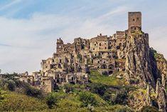 """Город Крако в Италии, расположенный под """"каблуком"""", оставили в 1960-х годах. История и интересные сведения о городе-призраке. Видео и фоторепортаж Крако. Почему город покинули и как он выглядит сейчас. как добраться до Крако в Италии. расположение города Крако на карте."""
