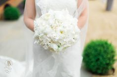 Pure white peonies, pure elegance for this special bridal bouquet