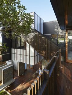 Bambara Street by Shaun Lockyer Architects (6) Living inside outside with a outside stair to a roofterrace.