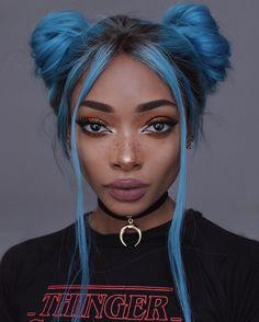 "Nyané Lebajoa no Instagram: ""Blue hair just for now - the pink hair will be back  Hair: @princesshairshop Choker: @lamoda"""
