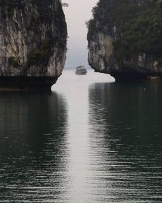 "75 Likes, 3 Comments - Nicolas Bonnefille (@b_nik0) on Instagram: ""#vietnam #🇻🇳 #haiphong #halongbay #sea #boat #fog #light #nature #karst #water #reflection…"""