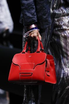 The best designer bags and bags trends from the Spring/Summer 2017 fashion collections so far leather purses and handbags Fashion Handbags, Purses And Handbags, Fashion Bags, Fashion Trends, Dior Fashion, Leather Purses, Leather Handbags, Leather Bag, Leather Wallets