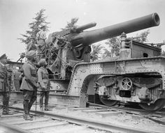 MINISTRY INFORMATION FIRST WORLD WAR OFFICIAL COLLECTION (Q 6891)   The Maharajah of Patiala inspects a 12 inch howitzer. Near Borre, 30 July, 1918.
