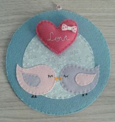Idea for felt love birds in an embroidery hoop :-)