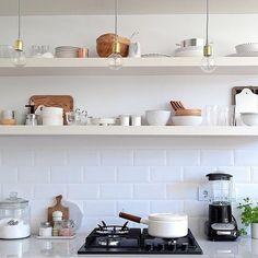 Otro pedacito de la cocina del estudio de @trottamundos , nuestra profe de Estilismo que se prepara para este lunes! Por cierto, esa cerámica es la misma que elegí para mi cocina ✨Link sl curso en mi perfil! #escueladejackie ~FOTO: @trottamundos