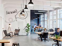 Open Space Office, Décoration Open Space, Creative Office Space, Loft Office, Office Space Design, Modern Office Design, Workspace Design, Office Workspace, Office Interior Design