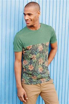 Floral t-shirt camiseta #menswear #ropa #hombre . Pin and follow @Pyra2elcapo
