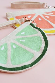 Free Tutorial DIY Citrus Slice Bags I  Visit www.sewinlove.com.au/category/fashion/accessories-fashion/ For More DIY Ideas.