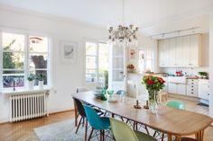 Kök i ett av Änggårdshusen Hem, Dining Table, Furniture, Home Decor, Decoration Home, Room Decor, Dinner Table, Home Furnishings, Dining Room Table