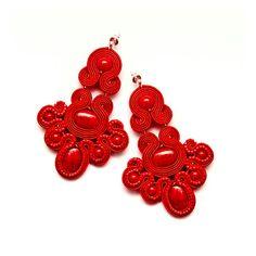 Boucles doreilles chandelier rouge bijoux de soutache. par MANJApl