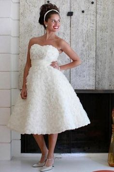 I so wanted a short gown for my wedding.   This is adorable.   I guess I will have to convince my husband to have another wedding.