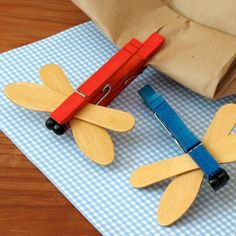 Dragonfly Chip Clips- These super-easy dragonflies are made with wooden clothespins, wooden craft spoons, and craft paint Kids Crafts, Diy Arts And Crafts, Summer Crafts, Craft Stick Crafts, Toddler Crafts, Preschool Crafts, Projects For Kids, Clothespin Crafts, Craft Paint