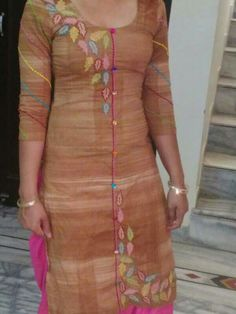 Salwar Neck Patterns, Salwar Neck Designs, Dress Neck Designs, Bridal Blouse Designs, Kurta Designs, Kurti Embroidery Design, Embroidery Suits, Kurti Sleeves Design, Dress Design Sketches