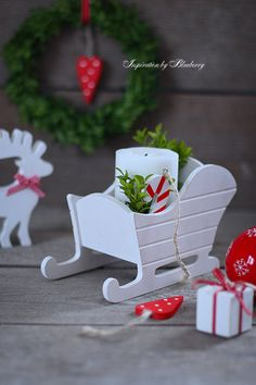 A Guide to Christmas Party Games Easy Christmas Ornaments, Outdoor Christmas Decorations, Rustic Christmas, Simple Christmas, Christmas Crafts, Diy Arts And Crafts, Christmas Projects, Holiday Crafts, Christmas Events