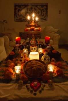 Ofrenda (Día de Los Muertos) Day of the Dead Celebration♡ Casa Halloween, Halloween Party, Halloween 2019, Vintage Halloween, Halloween Ideas, Day Of The Dead Party, All Souls Day, Mexican Holiday, All Saints Day