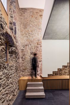 Javier de las Heras Solé, Adrià Goula · New Arquia Banca office in Girona · Divisare