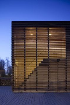 50 Ideas wooden screen facade modern for 2019 Architecture Images, Stairs Architecture, Architecture Details, Interior Architecture, Wooden Facade, Wooden Screen, Wooden Slats, Zoo Lights, Facade Lighting