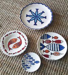 Ceramic Painting, Ceramic Art, Pottery Painting Designs, Beaded Earrings Patterns, Rabbit Art, Plate Art, Glass Mosaic Tiles, Ceramic Plates, Mug Designs
