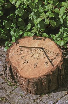 Mehr als die Zahlungsfrist aufschieben Dieser Sp - Amenagement Jardin Recup Garden Art, Garden Design, Rocks Garden, Diy Garden, Wooden Garden, Diy Projects For Beginners, Outdoor Classroom, Sundial, Garden Projects