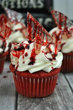 Bloody Halloween Cupcakes Ready for a dessert thats a real scream? These red velvet cupcakes are made with homemade icing and rock candy for the perfect Halloween treat! The post Bloody Halloween Cupcakes appeared first on Halloween Food. Plat Halloween, Halloween Torte, Pasteles Halloween, Dessert Halloween, Halloween Party Treats, Hallowen Food, Halloween Baking, Holiday Treats, Halloween Season