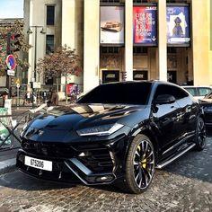 The 2019 Lamborghini Urus, the most flamboyant SUV on the market, arrived at our New York headquarters. The Lamborghini Urus is an SUV manufactured Luxury Sports Cars, Best Luxury Cars, Luxury Suv, Luxury Food, Luxury Decor, Luxury Yachts, Luxury Interior, Luxury Travel, Lamborghini Huracan