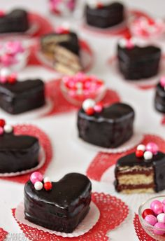 Nutella Pound Cake Petit Fours are sweet miniature desserts made of moist pound cake, Nutella, and a shiny chocolate glaze. They're beautiful and delicious! Mini Cakes, Cupcake Cakes, Mini Desserts, Dessert Recipes, Chocolates, Chocolate San Valentin, Oreo, Valentines Day Food, Valentine Treats