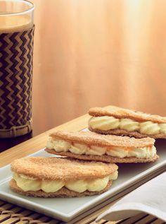 Vi har bagt skønne franske vafler af færdig butterdej. De er fyldt med to slags creme: en flødecreme med vanilje og en smørcreme med appelsin.
