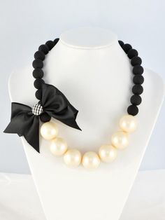 Contrast Colour Pearl Necklace With Bowknot