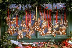 Adventskalender aus Lebkuchen in Stiefelform   http://eatsmarter.de/rezepte/adventskalender-aus-lebkuchen-in-stiefelform