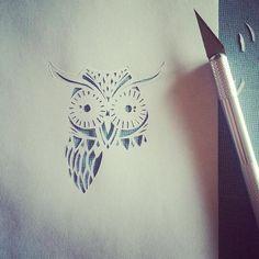 Encore un découpage tout en finesse... Ça commence à prendre forme!☺ Beau mercredi #MiniMix #chouette #hibou #owl #workinprogress #process #precision #creativity #creation #decor #decoration #walldecor #homedecor #paper #papercut #paperart #handcut #handdrawn #homemade #dijon #madeindijon #madeinfrance #art #art_gallery #artwork #portebonheur #bird #nature
