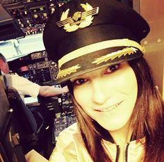 Laura Pausini ❤️ ❤️ ❤️ ❤️ ❤️ Captain Hat, Lp, Singers, Artists, Pictures, Queen, Italy, Singer