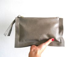"Leather zipper clutch   gray van Smadars op Etsy, $52.00 External dimensions: 10.5' x 6.5"" inc clutch dimensions: 9"" x 6"" inc"