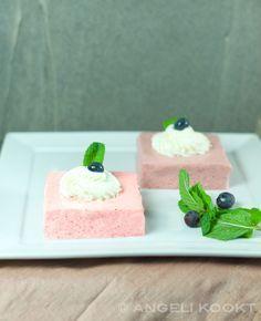 Aardbeienmousse zelf maken is makkelijk. Kijk voor het recept aardbeienmousse zelf maken op www.angelikookt.nl