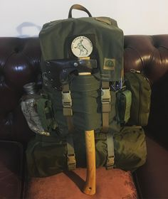 Best bushcraft tips that all wilderness fanatics will definitely desire to know today. This is basics for bushcraft survival and will definitely defend your life. Bushcraft Pack, Bushcraft Backpack, Bushcraft Skills, Bushcraft Camping, Backpacking Gear, Camping Survival, Rucksack Backpack, Hiking Gear, Survival Gear