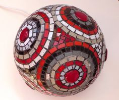 Red circles of light mosaic table lamp one of a kind home por mooz Mosaic Crafts, Mosaic Projects, Mosaic Art, Mosaic Tiles, Stone Mosaic, Mosaic Glass, Glass Art, Mosaic Flower Pots, Mosaic Garden
