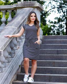 Meninas uma super dica para um domingo look confortável é lindo ! Um vestido PB LISTRADO Com tênis Com salto De dia De noite #lookdodia #vestidolistradopretoebranco #blogueira #modafeminina #modaatacado @paaolasantanaa @praalinesantos