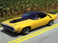 1971 Plymouth Road Runner 383 - yellow car