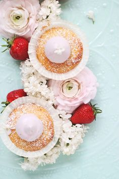 Strawberry Cupcakes with Marshmallow Frosting / Erdbeer-Cupcakes mit Marshmallowcreme