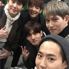 """On January 31st, CNBLUE's Jonghyun updated his personal Instagram account, uploading a selca with TVXQ's Changmin, Super Junior's Kyuhyun, SHINee's Minho and EXO-K's Suho. """"Exciting India"""""""