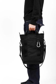 Bluelounge Laptop Tote Bag for MacBook Pro - Black – BrandsWalk Laptop Tote Bag, Backpack Bags, Messenger Bag, Tote Bags, Macbook Pro 13, Apple Macbook Pro, Laptop For College, Types Of Handbags, Totes