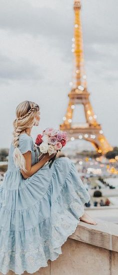 Amber Fillerup in Paris wearing BFB Hair Extensions in the color Barefoot Blonde Eiffel Tower model Tour Eiffel, Paris 3, Paris France, Montmartre Paris, Paris City, Barefoot Blonde, Look Retro, Illustration Mode, Landscape Illustration