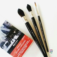 By calligrafikas: Escoda Alvaro Casagnet brush set review. I got this a few weeks now from @artwhaleph  I even did a Periscope unboxing of this and since I am busy most of the time I haven't posted this yet. I was looking for a mop brush that has no wires in them because normally my fingers got stuck with the wires so when i got this I am really excited about it.  I bought the set mostly because of the mop brushes and didn't bother much about the Prado round no 8 but when I used the brush I…
