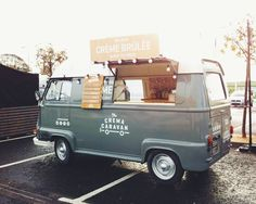 We are The Crema Caravan, The UK's first, and only dedicated dessert truck. Food Trucks, Kombi Food Truck, Car Food, Food Vans, Mobile Cafe, Mobile Shop, Volkswagen Bus, Streetfood Festival, Foodtrucks Ideas
