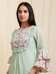 Mint Green Checkered Cotton Kurta with SlipImprove an occasion look utilizing a stunning motion and get a beautiful outfit.^ I'm not sure if I really like the bib, but the sleeves are awesome. Kurti Sleeves Design, Sleeves Designs For Dresses, Neck Designs For Suits, Kurta Neck Design, Dress Neck Designs, Blouse Designs, Sleeve Designs, Kurta Designs Women, Salwar Designs