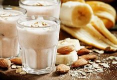 The ingredients of this ginger almond smoothie will help fight skin blemishes from the inside out. For better results, use skin care too. Vegan Smoothies, Glass Of Milk, Almond, Pudding, Cooking, Healthy, Easy, Desserts, Food