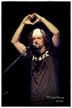 Gosh i love his hair! I Love Him, My Love, Jason Mraz, Inspire Me, Laughter, Singer, Concert, Music, People