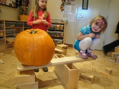 Extraordinary Classroom: The are many ways to weigh a Pumpkin!- Love it!